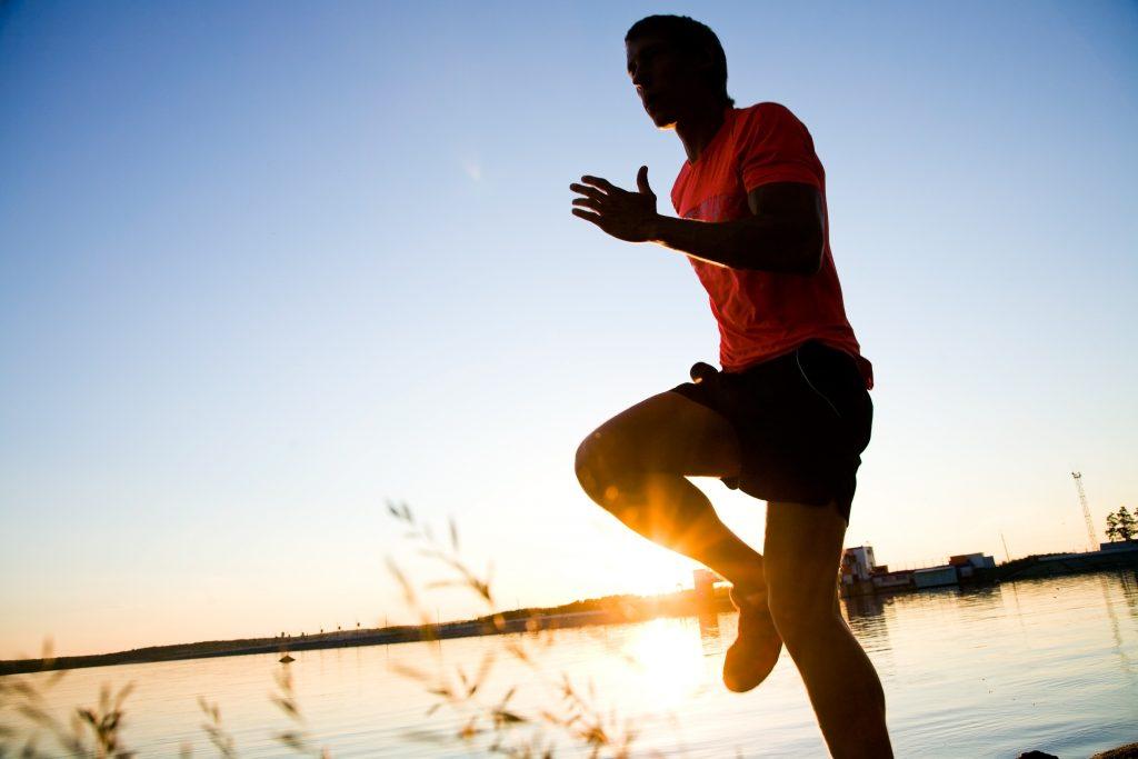 走力を高める足上げトレーニング