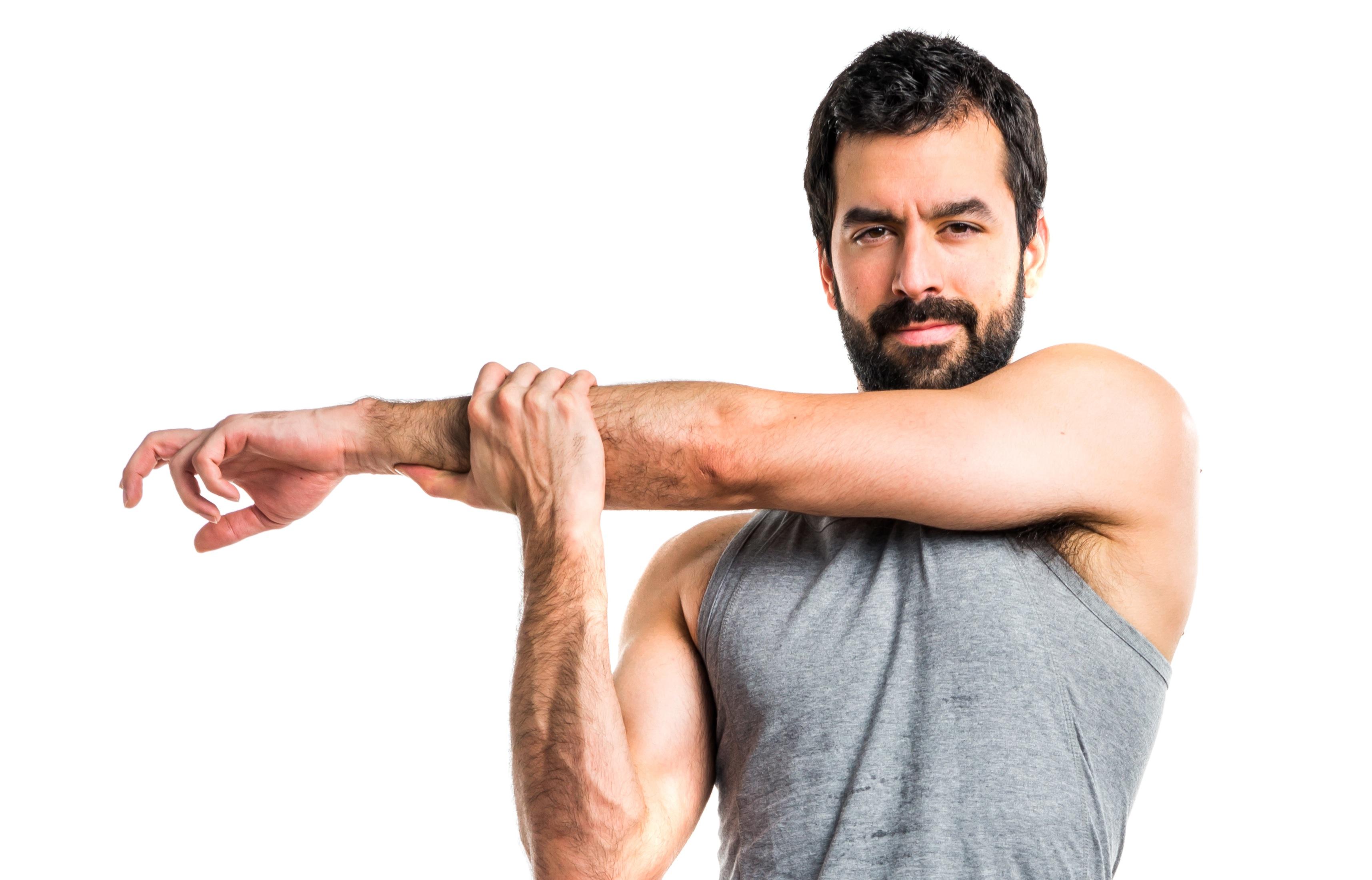 腕をストレッチする外国人男性