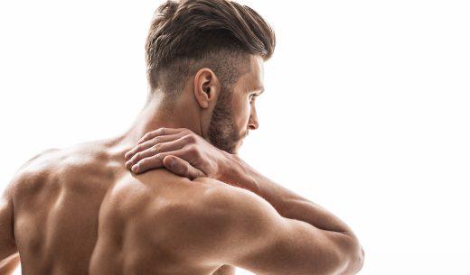 筋肉痛で首をさする男性