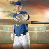 スタジアムでポーズを決める野球選手