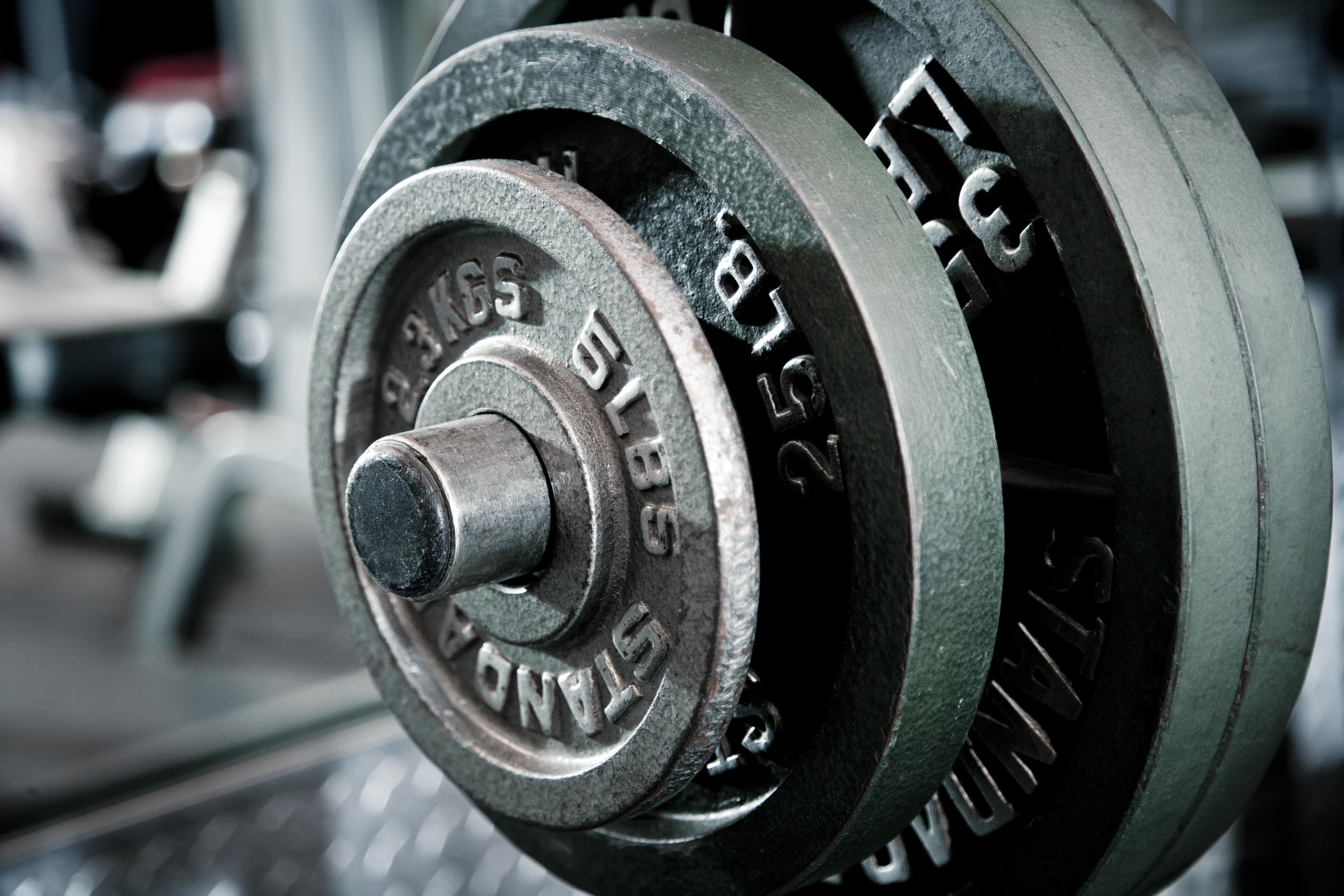 重量のベンチプレス