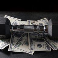 ダンベルと紙幣
