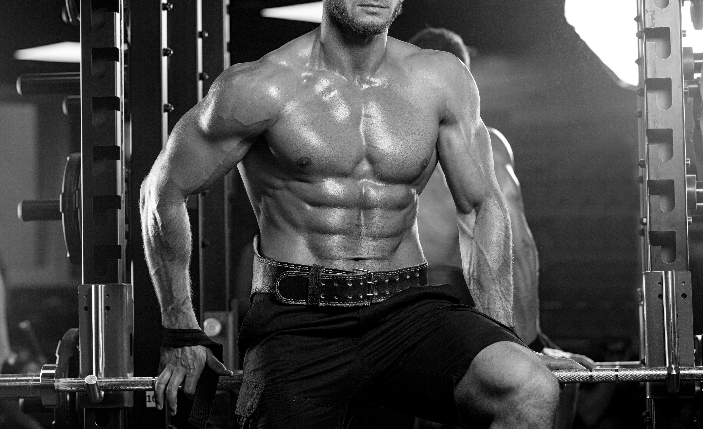 ジムでシミュレータ トレーニング アスリート筋肉ボディービルダー