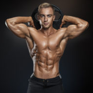 誰もが憧れる美しい筋肉をまとったハンサムな男性