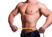 下腹のひきしまった筋肉質の男性