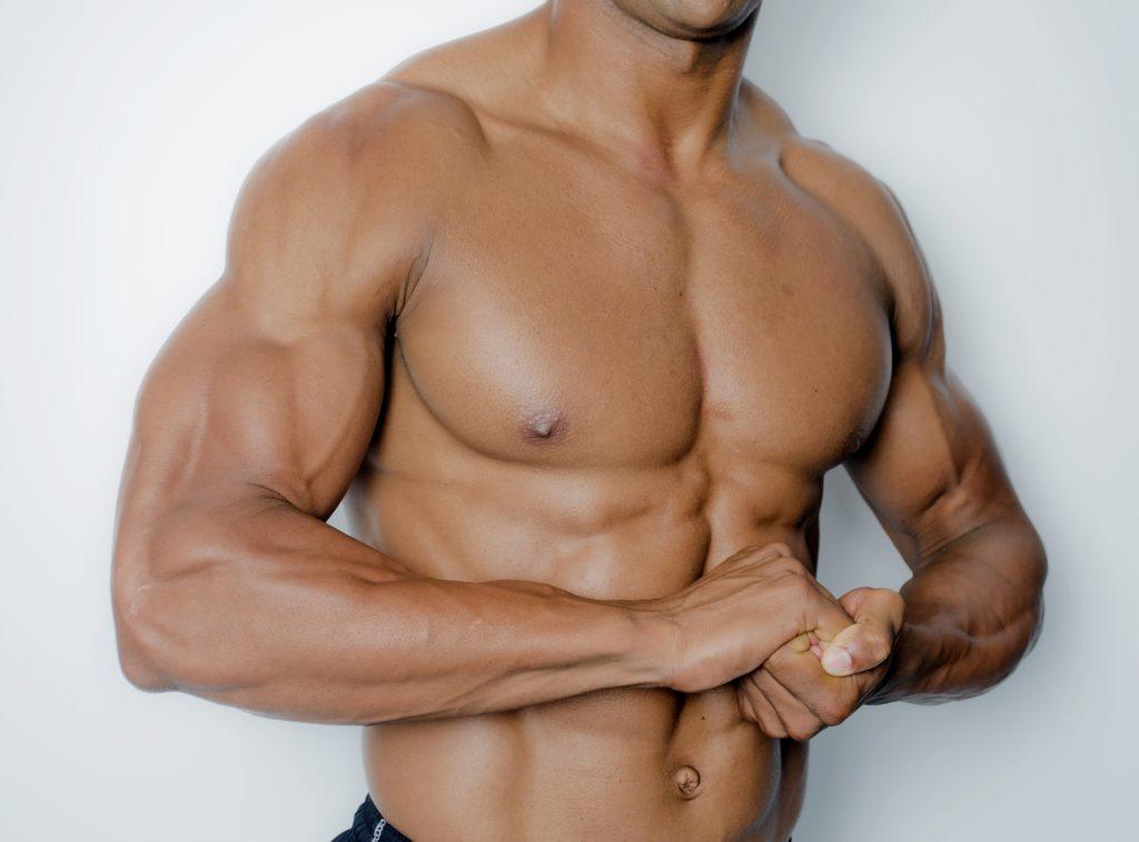 男性の胸筋