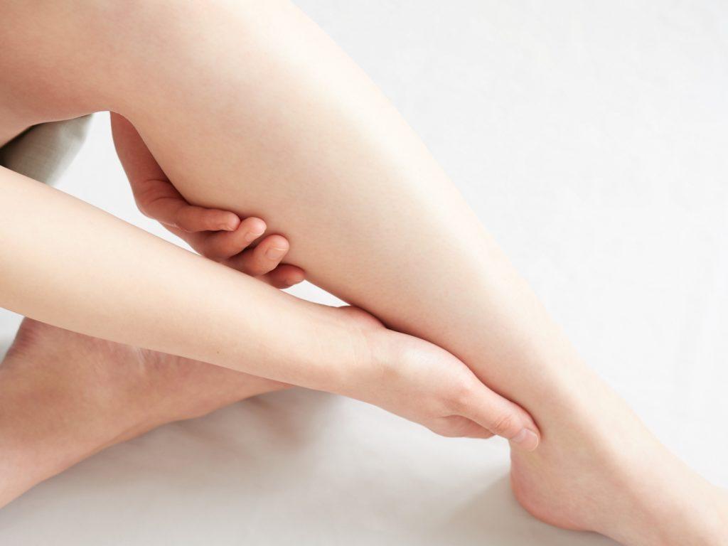 足の綺麗な女性