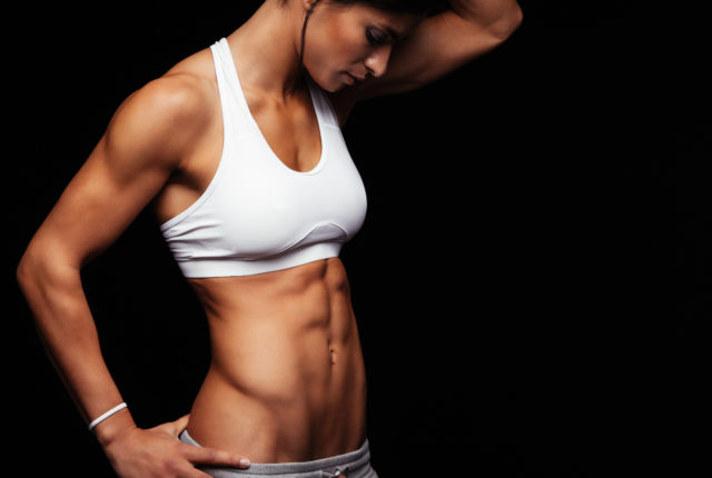腹斜筋が発達した女性