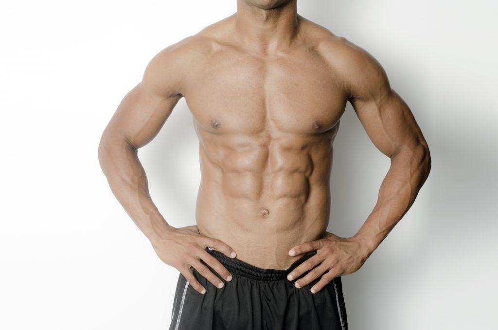 大胸筋が特徴的な男性