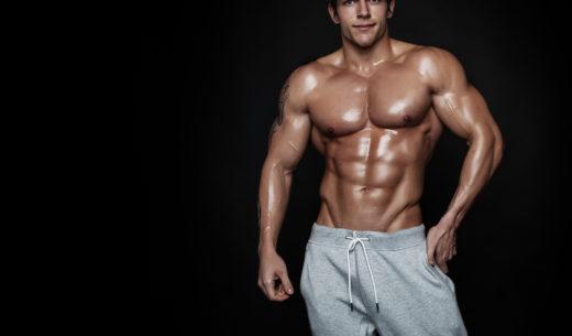 鍛え上げられた肉体の男性