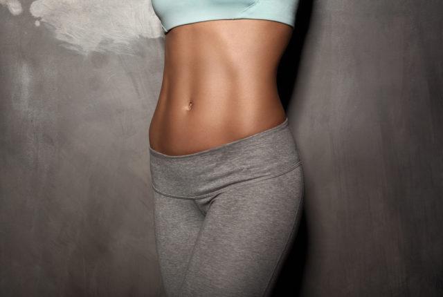 腹筋が綺麗な女性