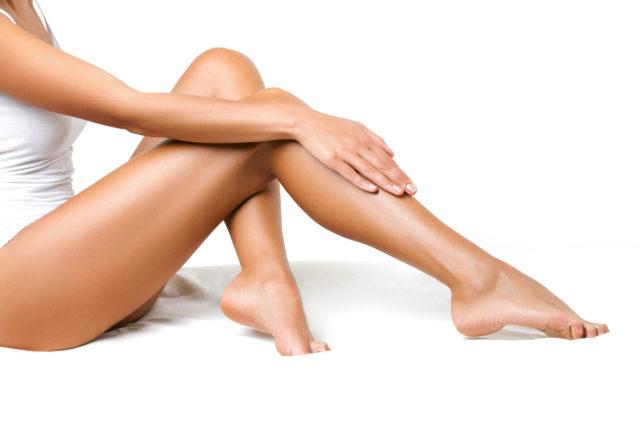 女性の長い足