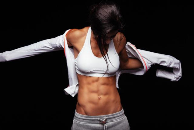 若い女性の腹筋画像