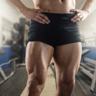 大腿四頭筋が発達した男性