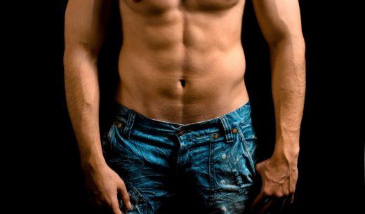 腹筋の綺麗な男性