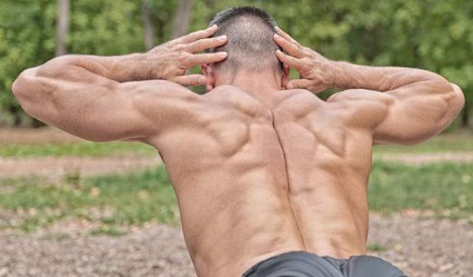 腰の筋トレをする男性