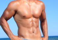 胸筋の美しい男性