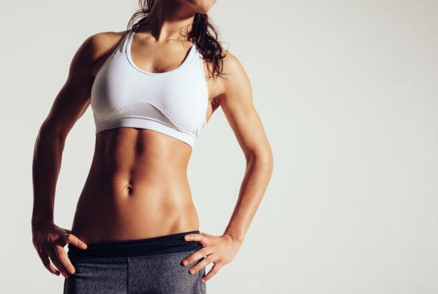 腹筋の美しい女性