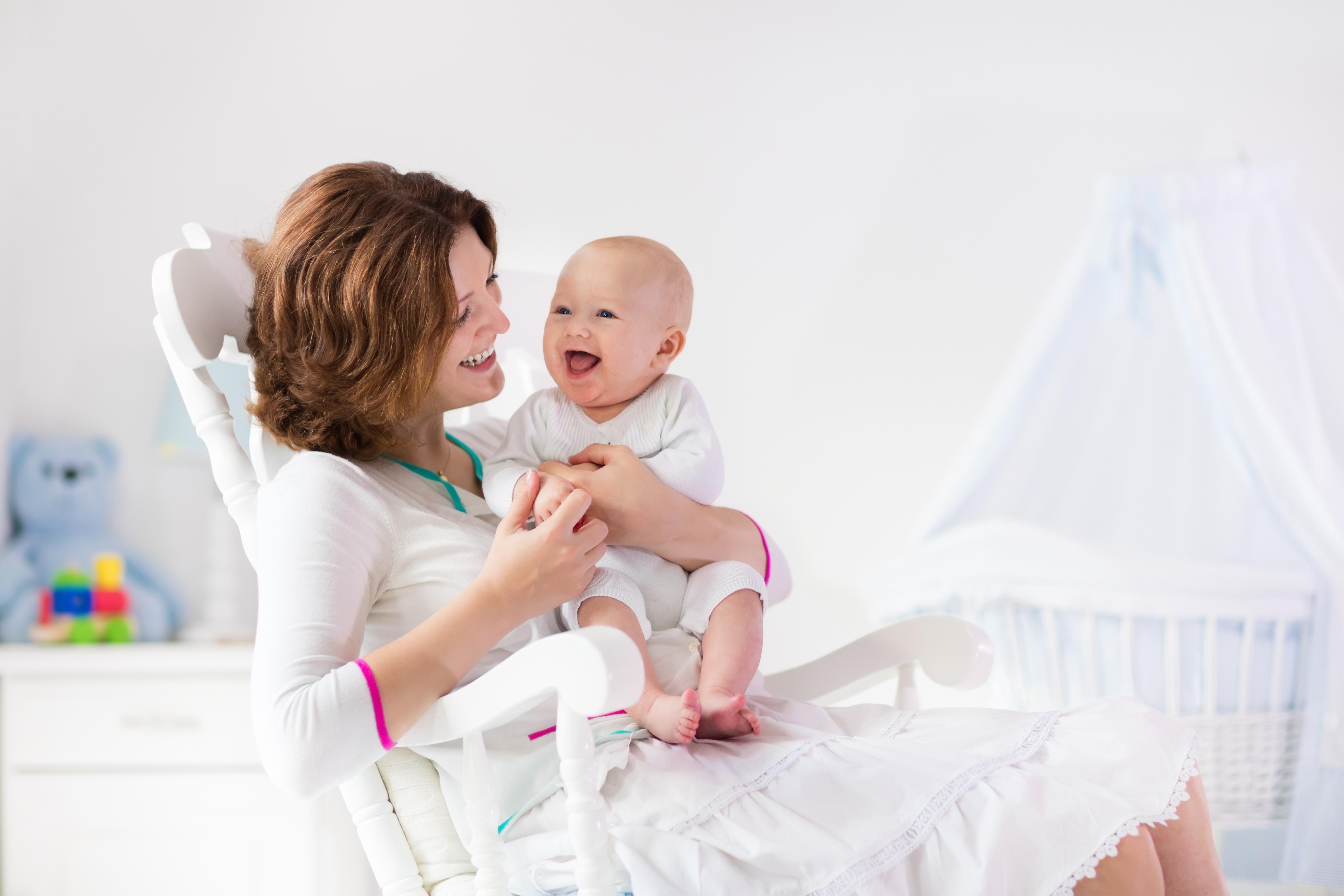 妊婦さんと赤ちゃん