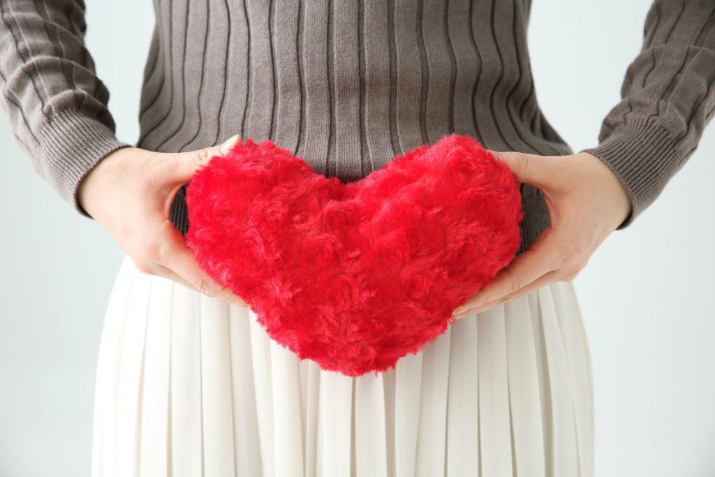 胎児をまつ女性