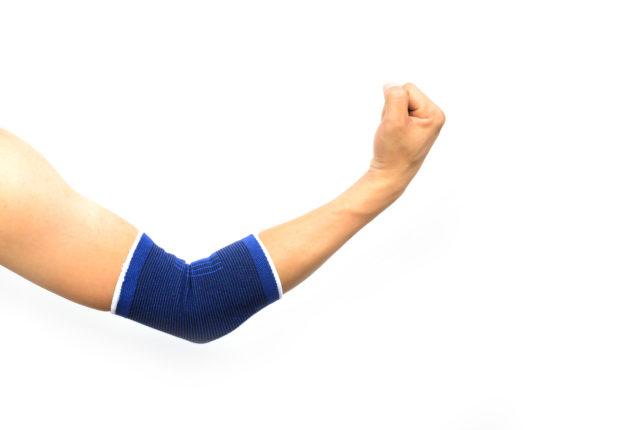 肘のサポーター