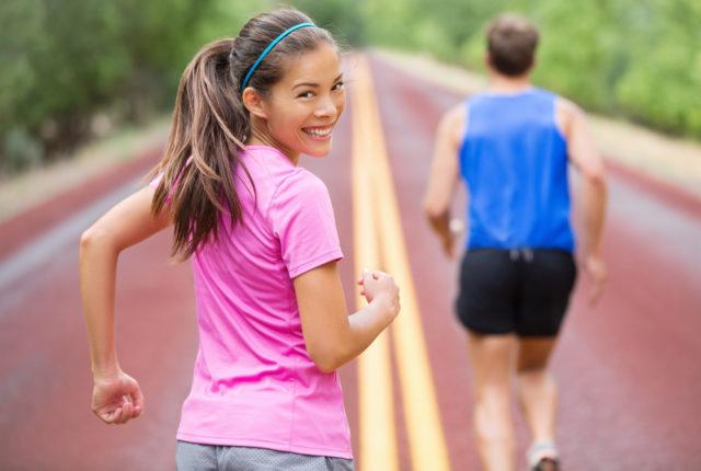 笑顔の女性ランナー