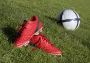 サッカーボールとサッカースパイク