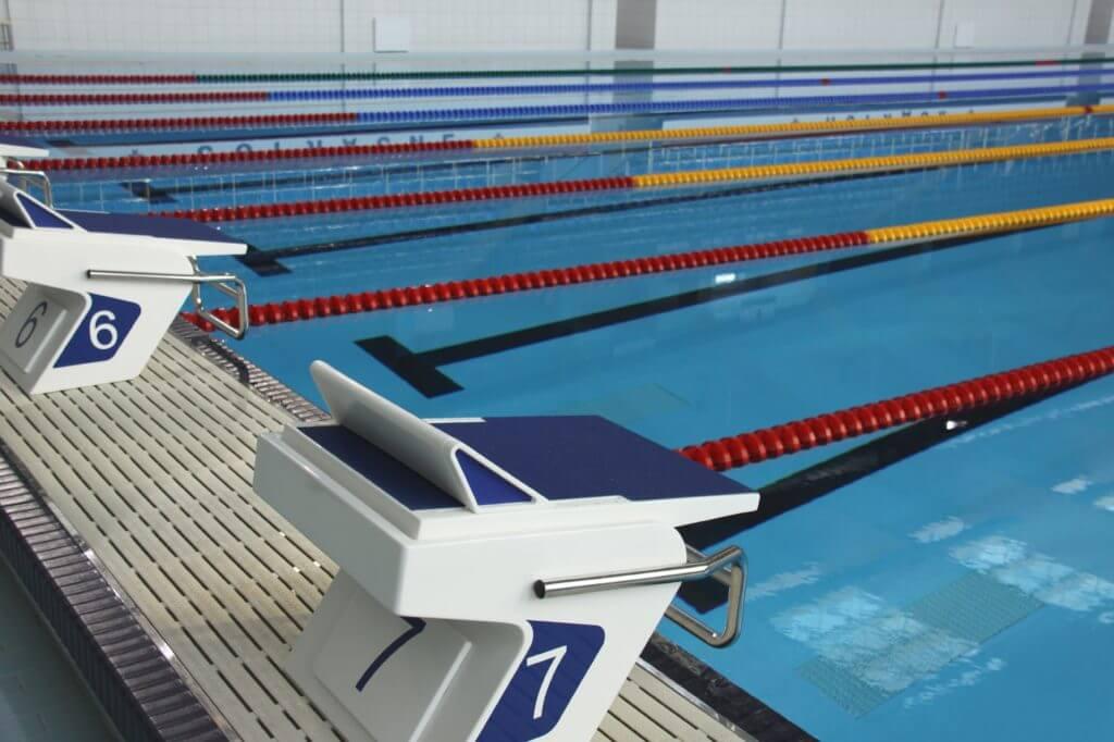水泳、スイミング、飛び込み台