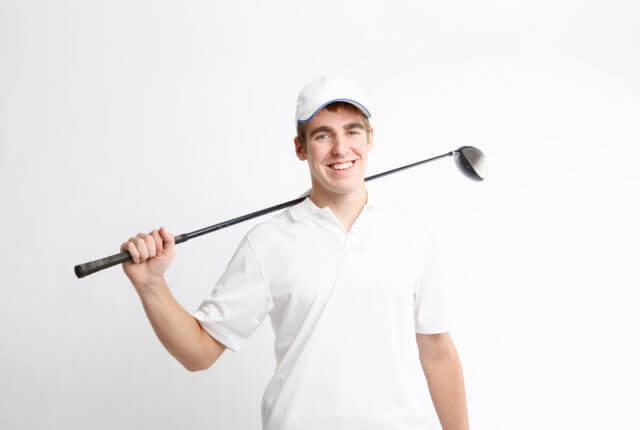 ドライバーを持つ男性、ゴルフ