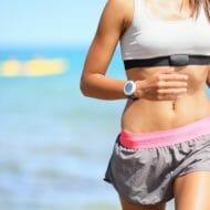 走る女性ランナー