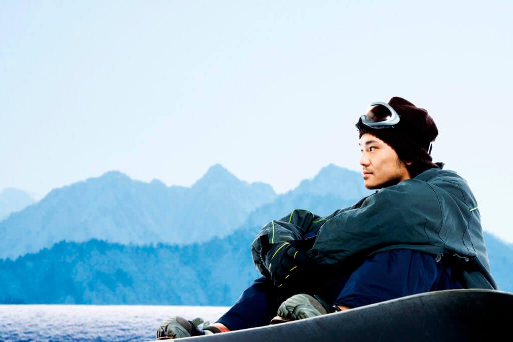 スキー場にいる男性