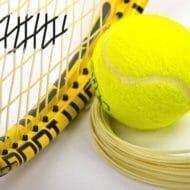テニスラケットとガットとボール