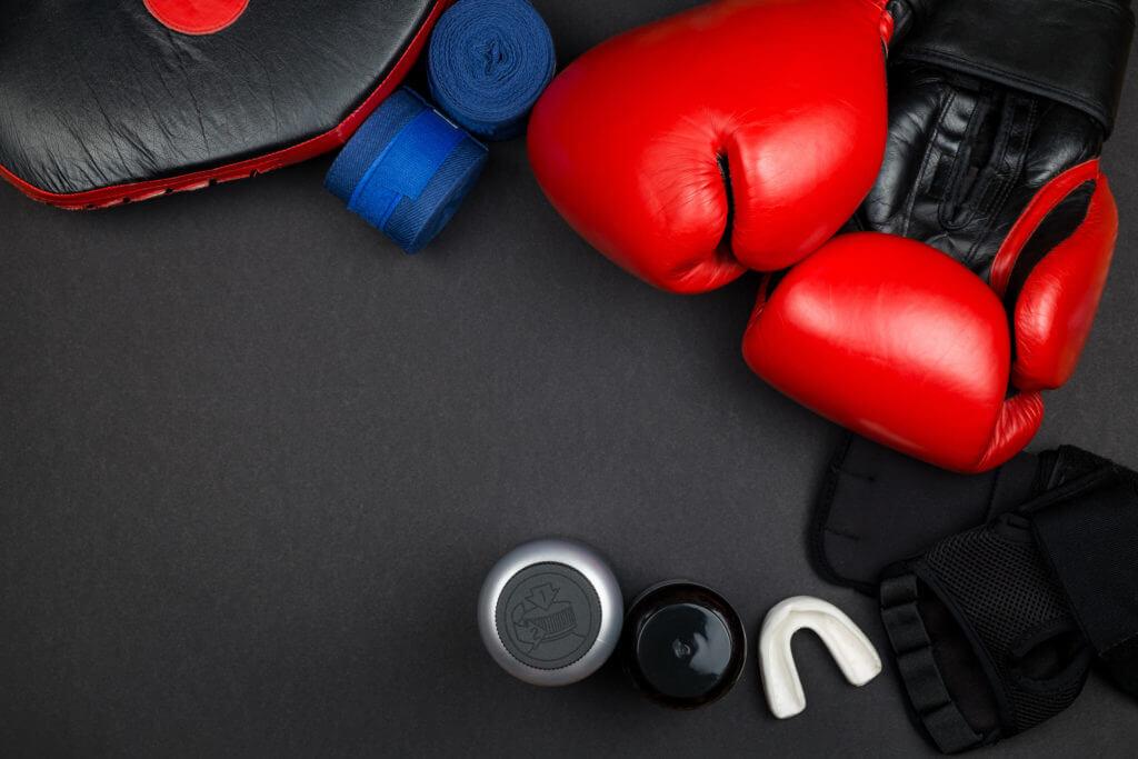 赤いボクシンググローブ