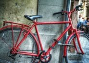 イタリアの街角赤い自転車