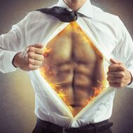 ビジネスマンが火のシャツを開く