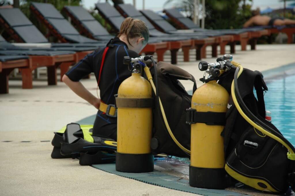 ダイビング器材の準備をする