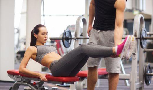 トレーニングを受ける女性