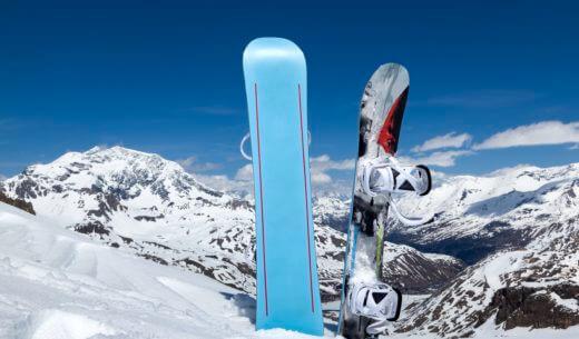 雪山に映えるボード