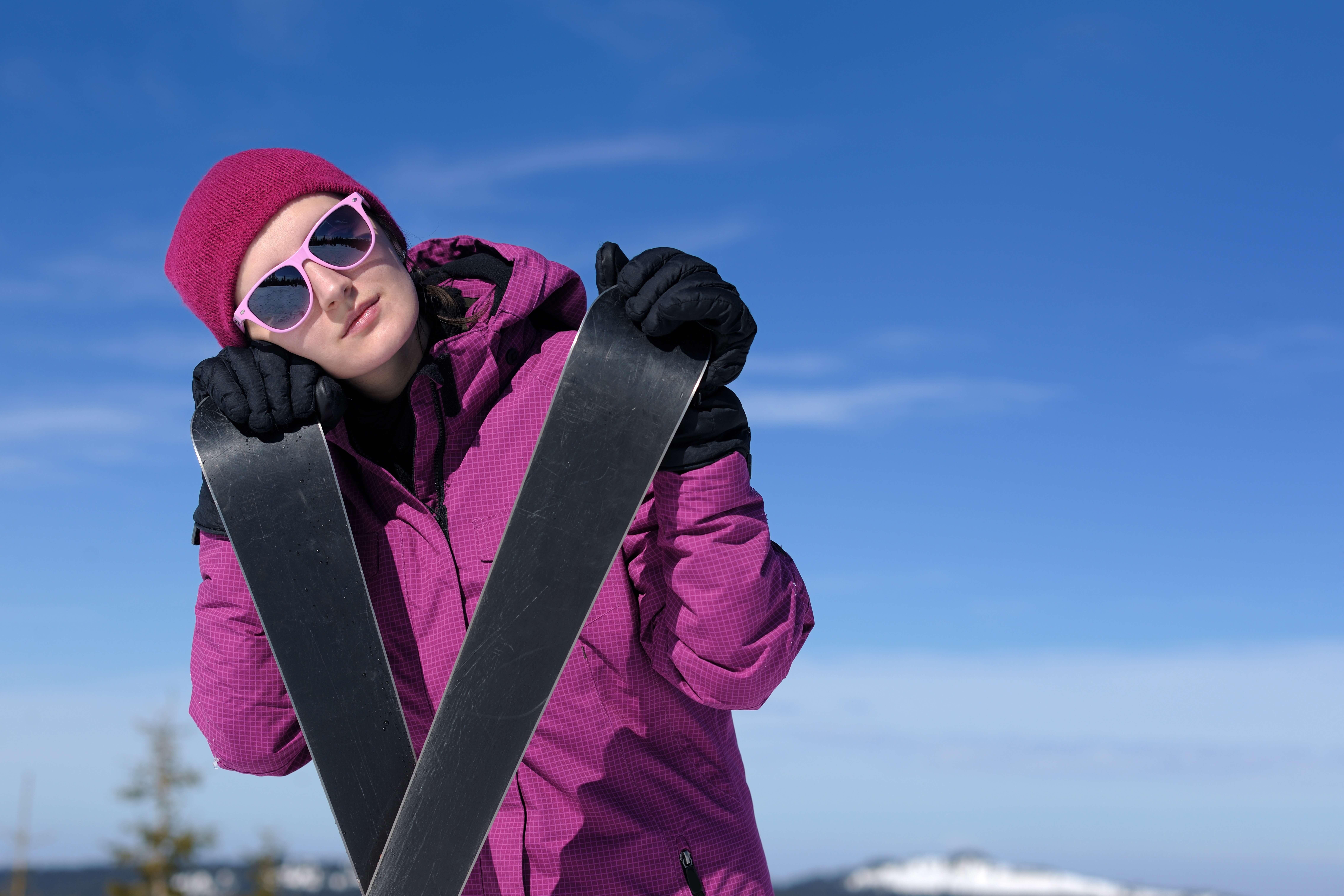 スキーを楽しむ女性