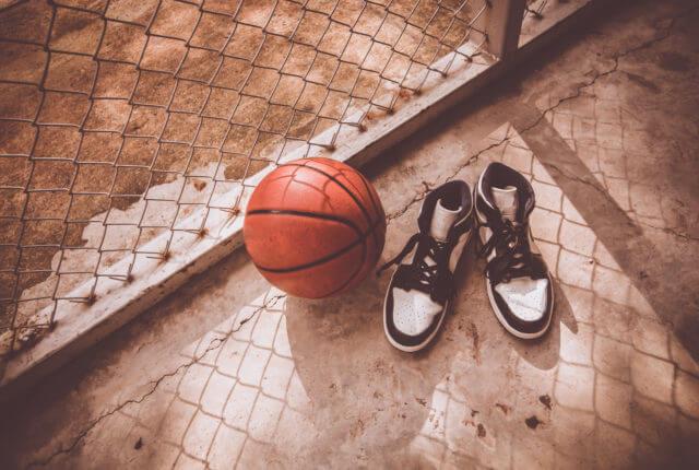 バスケットボールとバスケットシューズ