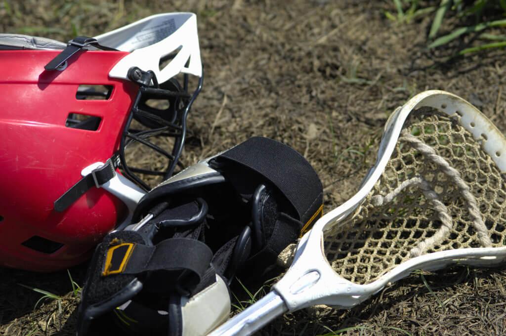 ラクロスヘルメットとクロス