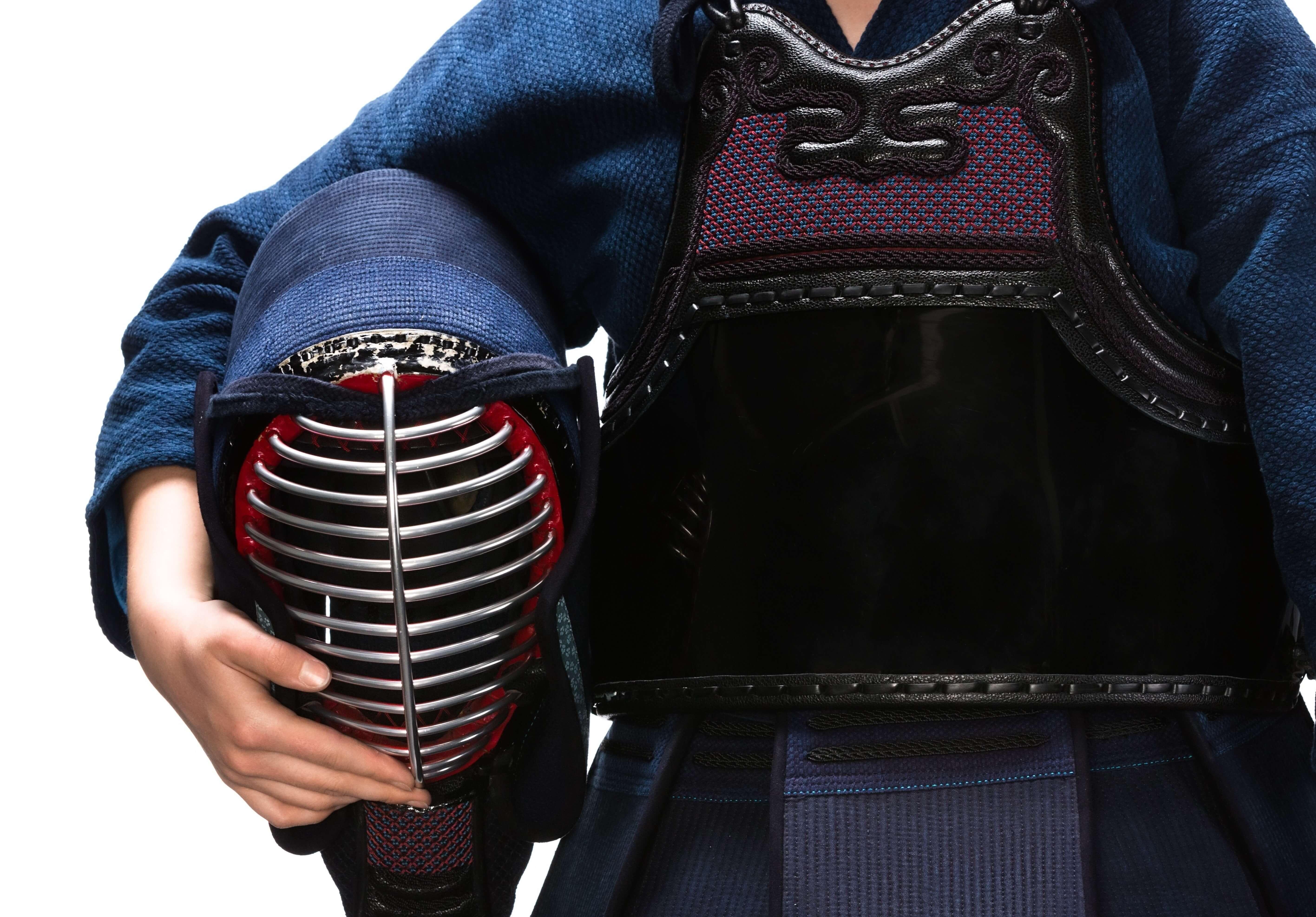 面を持つ剣士