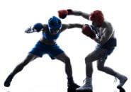 ボクシングプロテクターをつける女性