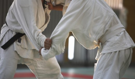 柔道をする選手たち