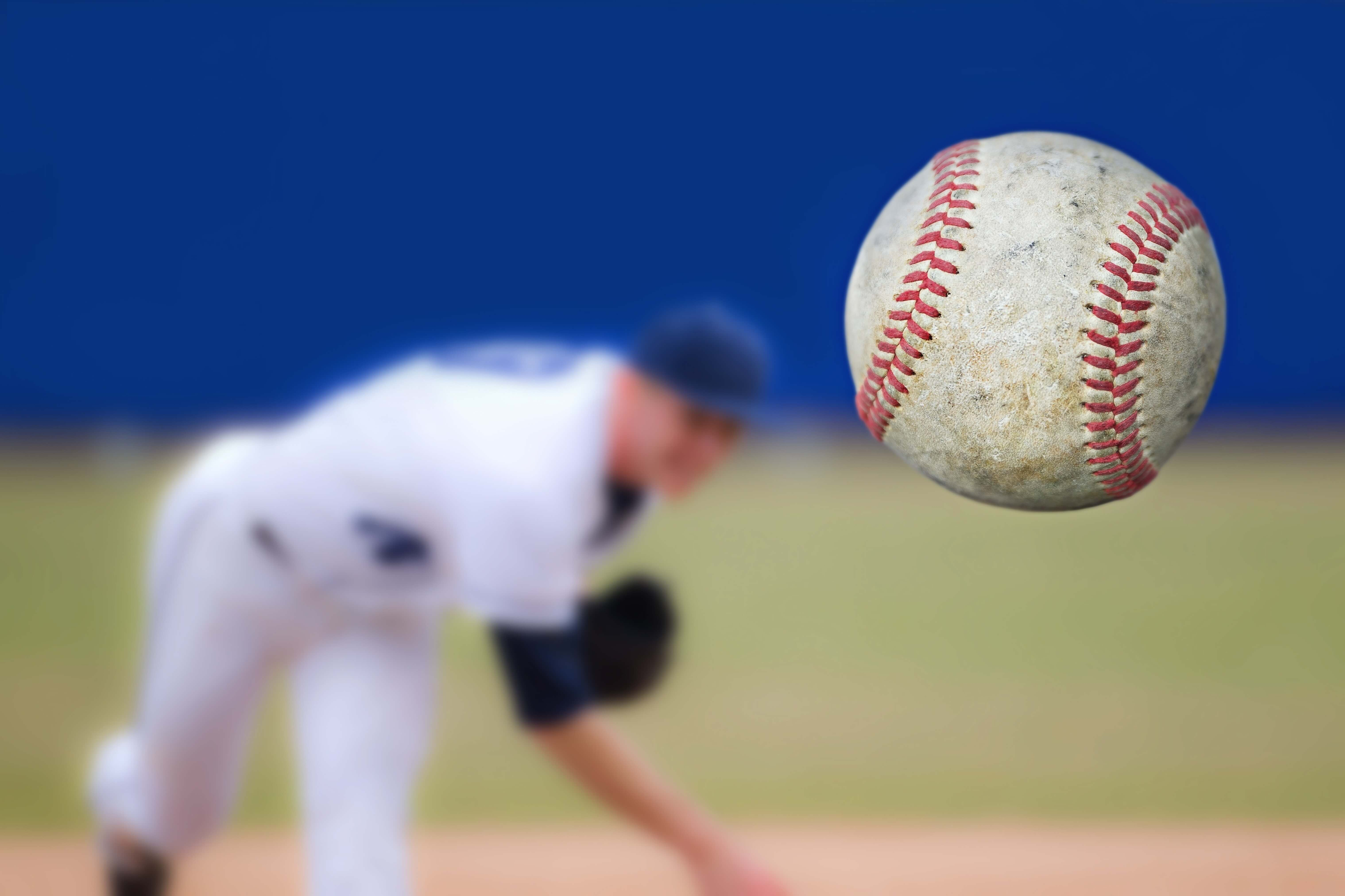 スピードのあるボールを投げる投手