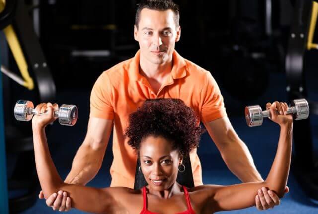 トレーナーと女性