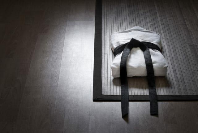 柔道着と黒帯