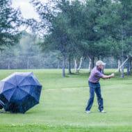 雨の日のゴルフ