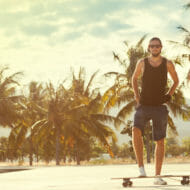 男性スケートボーダー