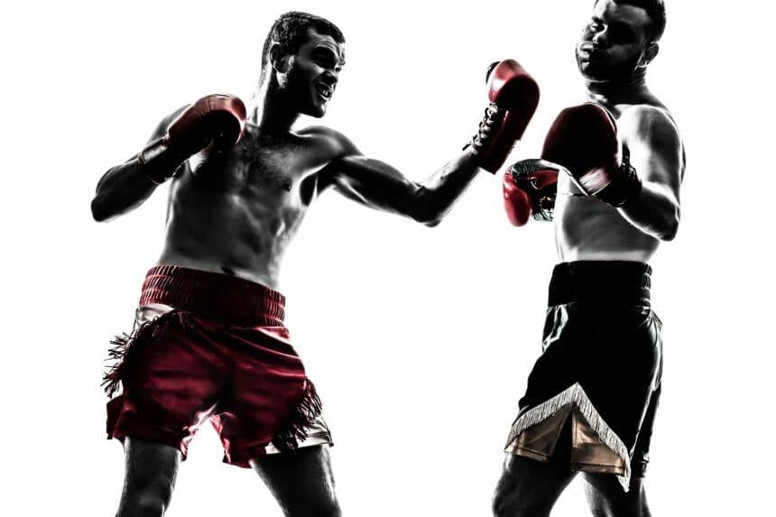 ボクシングで撃ち合いする選手たち